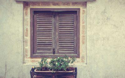 บานหน้าต่างไม้ แตกร้าวมีวิธีการแก้ไขได้อย่างไร