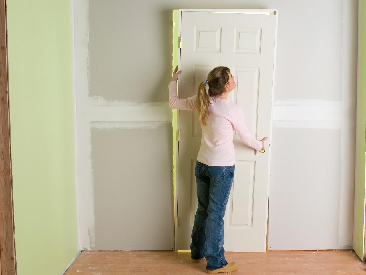 วงกบประตู บางกว่าผนัง ทำยังไงดี ตามมาดูวิธีแก้และติดตั้ง